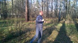 разминка в лесу после пробежки